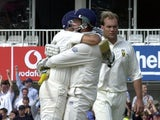 Marcus Trescothick (C), Man of Match for 5th Test, lifts fellow batsman Mark Butcher (L) as England celebrates beating South Africa, 08 September 2003