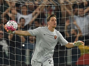 Wenger backs Szczesny to replace Buffon