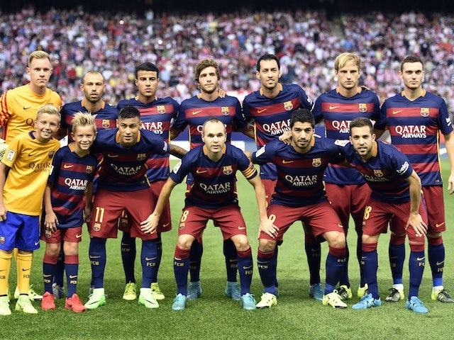 The Barcelona team to face Atletico Madrid pose for a family portrait before kickoff on September 12, 2015