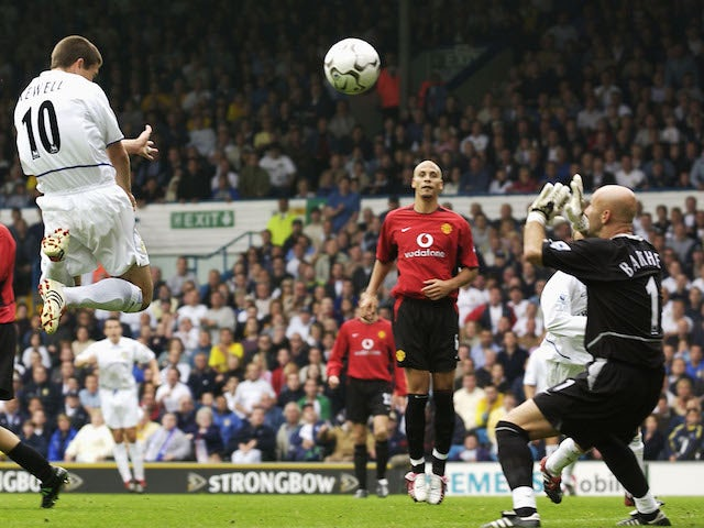 Harry Kewell of Leeds United scores the winner during the FA Barclaycard Premiership game between Leeds United and Manchester United at Elland Road in Leeds, England on September14 , 2002.