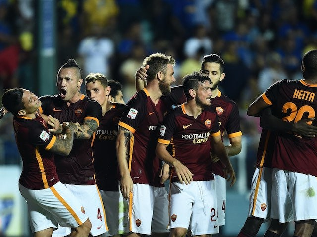 Juan Manuel Iturbe celebrates with teammates after scoring for Roma against Frosinone on September 12, 2015