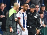 Tony Pulis speaks to Saido Berahino as he prepares to come on during West Brom's game with Southampton on September 12, 2015