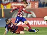 Barcelona's Thomas Vermaelen views with Atletico Madrid's Fernando Torres on September 12, 2015