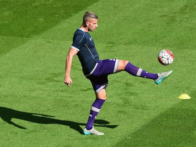Sunderland's Toby Alderweireld warms up prior to the game with Spurs on September 13, 2015