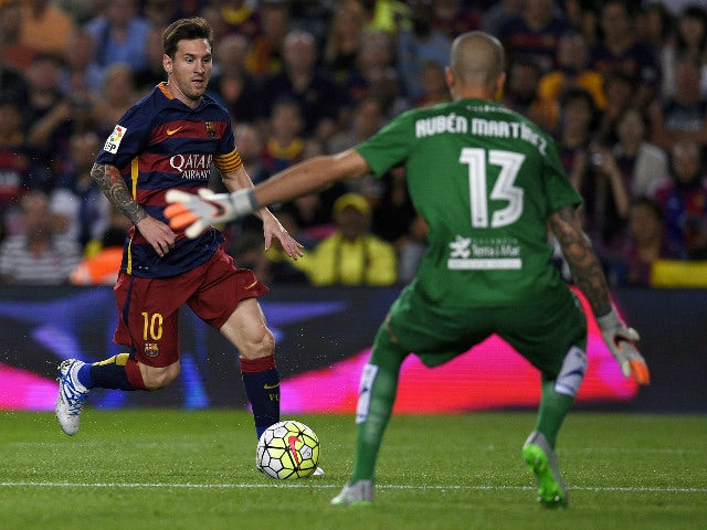 Barcelona's Argentinian forward Lionel Messi (L) vies with Levante's goalkeeper Javi Jimenez (R) during the Spanish league football match FC Barcelona vs Levante UD at the Camp Nou stadium in Barcelona on September 20, 2015.