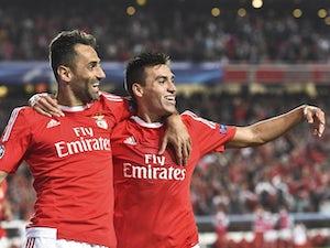 Jonas brace helps Benfica close gap
