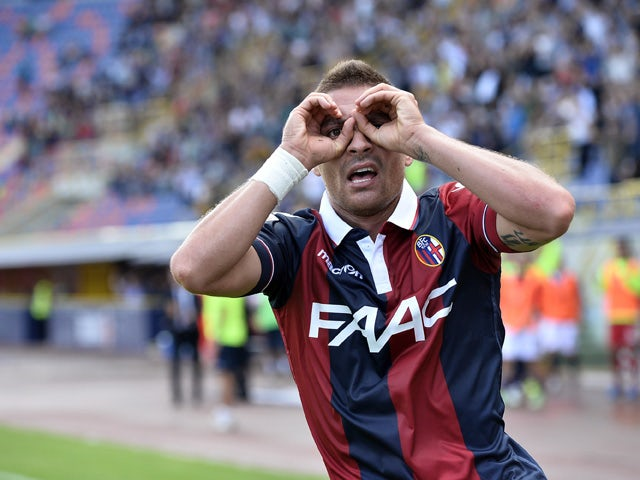 Anthony Mounier # 26 of Bologna FC celebrates after scoring the opening goal during the Serie A match between Bologna FC and Frosinone Calcio at Stadio Renato Dall'Ara on September 20, 2015