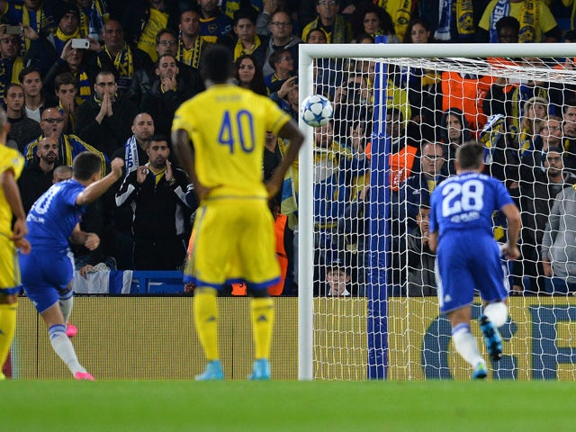 Maccabi Tel Aviv's Serbian goalkeeper Predrag Rajkovic (2R) watches the ball as Chelsea's Belgian midfielder Eden Hazard (2L) mises from the penalty spot during the UEFA Champions League, group G, football match between Chelsea and Maccabi Tel Aviv at Sta