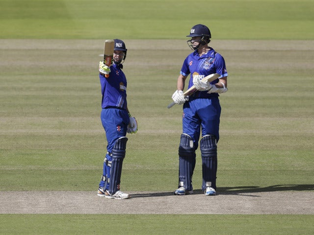 Geraint Jones of Gloustershire (L) acknowledges his 50 during the Royal London One-Day Cup Final between Surrey and Gloustershire at Lord's Cricket Ground on September 19, 2015