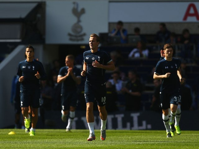 Harry Kane leads Spurs teammates in the warm-up prior to the game with Crystal Palace on September 20, 2015
