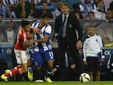 Benfica's Argentinian midfielder Nico Gaitan (L) vies with Porto's Mexican forward Jesus Corona (C) next to Porto's Spanish coach Julen Lopetegui during the Portuguese league football match FC Porto vs SL Benfica at the Dragao stadium in Porto, on Septemb