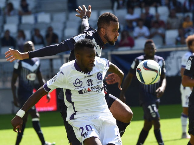 Toulouse's French-Burkinabe defender Steeve Yago (L) vies with Bordeaux's Swedish forward Isaac Kiese Thelin (R) during the French L1 footbal match between Bordeaux and Toulouse on September 20, 2015