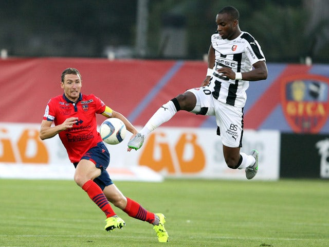 Rennes' Malian midfielder Yacouba Sylla (R) vies with Ajaccio's French defender David Ducourtioux during the French L1 football match GFC Ajaccio (GFCA) against Rennes (SRFC) on September 23, 2015