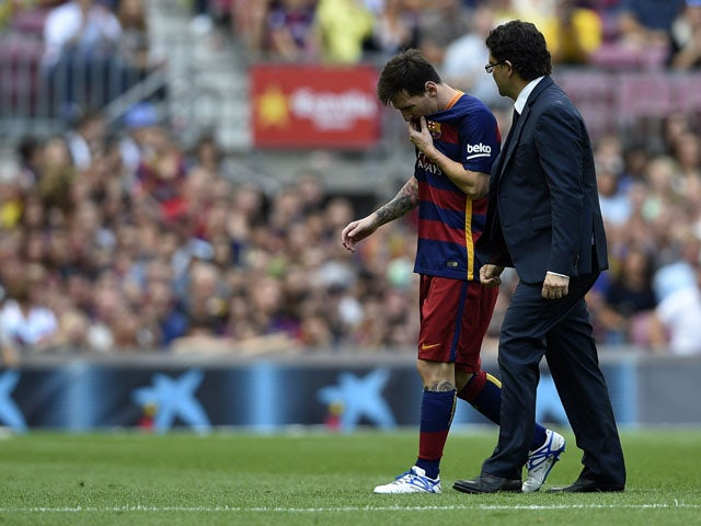 Barcelona's Argentinian forward Lionel Messi (L) leaves the picht after being injured during the Spanish league football match FC Barcelona v UD Las Palmas at the Camp Nou stadium in Barcelona on September 26, 2015