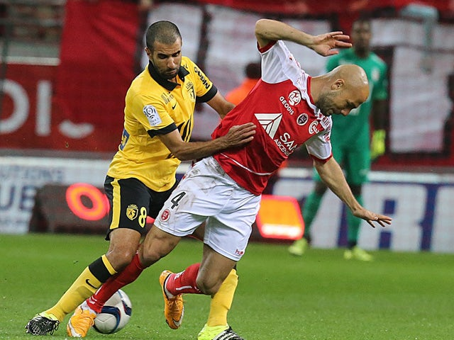 Reims' midfielder Jaba Kankava (R) vies with Lille's Moroccan midfielder Mounir Obbadi (L) during the French Ligue 1 football match between Reims and Lille on september 25, 2015