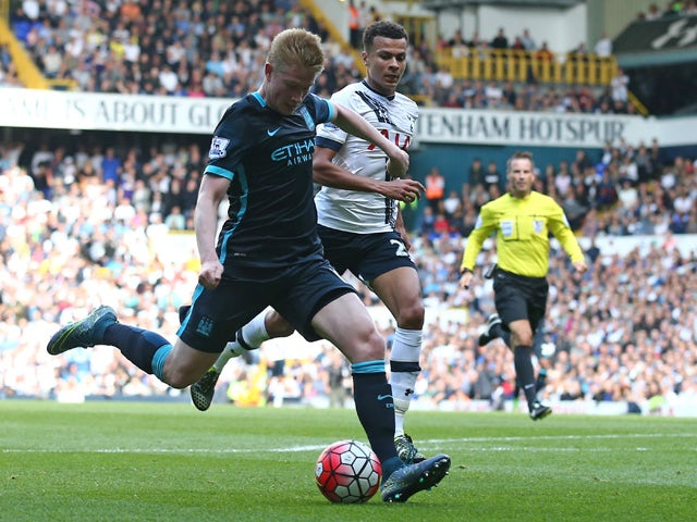 Manchester City's Belgian midfielder Kevin De Bruyne (L) shoots to score the opening goal of the English Premier League football match between Tottenham Hotspur and Manchester City at White Hart Lane in north London on September 26, 2015