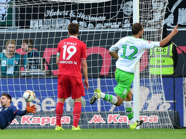 Wolfsburg's Dutch striker Bas Dost (R) celebrates after scoring during the German first division Bundesliga football match VfL Wolfsburg vs Hannover 96 in Wolfsburg, northern Germany, on September 26, 2015