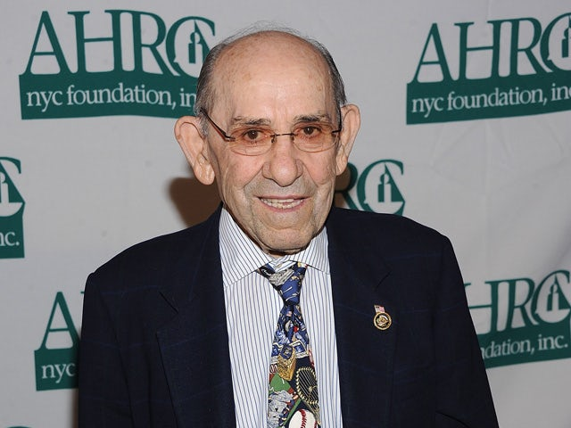 Yogi Berra attends the 32nd Annual Thurman Munson Awards at the Grand Hyatt on January 31, 2012