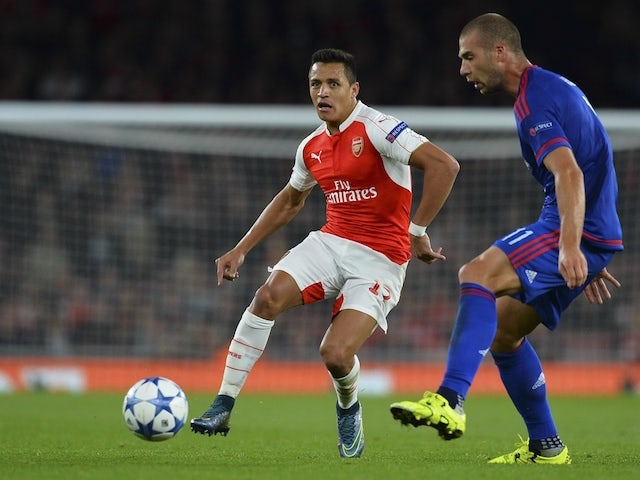 Arsenal's Chilean striker Alexis Sanchez (L) takes on Olympiakos's Swiss midfielder Pajtim Kasami (R) during the UEFA Champions League Group F football match between Arsenal and Olympiakos at The Emirates Stadium in north London on September 29, 2015.