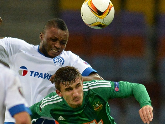Dinamo Minsk's defender Umaru Bangura (L) fights for the ball with Rapid Wien's forward Matej Jelic during the UEFA Europa League group E football match between FC Dinamo Minsk and SK Rapid Wien in Borisov outside Minsk on October 1, 2015