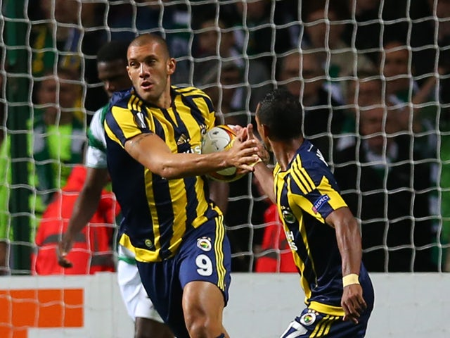 Fernandao of Fenerbahce celebrates after he scores during the UEFA Europa League match between Celtic FC and Fenerbahce SK at Celtic Park on October 01, 2015