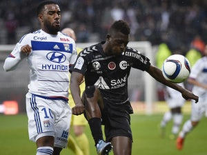 Lacazette goal gives Lyon win over Reims