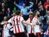 Steven Fletcher (1st R) of Sunderland celebrates scoring his team's first goal with his team mates during the Barclays Premier League match between Sunderland and West Ham United at the Stadium of Light in Sunderland on October 3, 2015