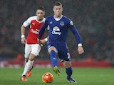 Arsenal's German midfielder Mesut Ozil (L) vies with Everton's English midfielder Ross Barkley during the English Premier League football match between Arsenal and Everton at the Emirates Stadium in London on October 24, 2015.