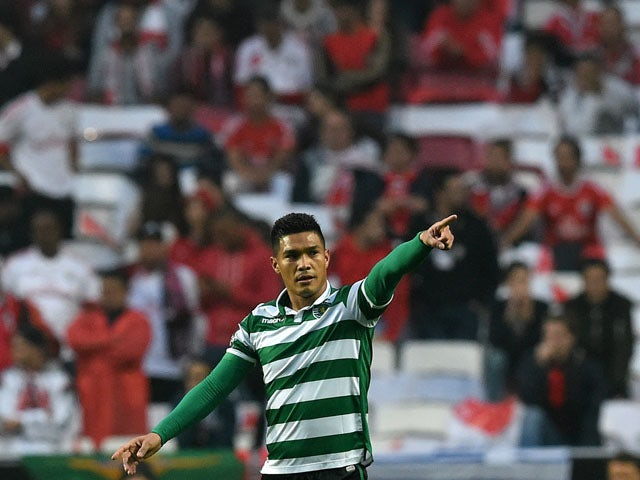 Sporting's Colombian forward Teofilo Gutierrez celebrates a goal during the Portuguese league football match SL Benfica vs Sporting CP at the Luz stadium in Lisbon on Ocotober 25, 2015