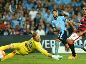 Sydney strike late to beat Wanderers