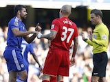 Referee Mark Clattenburg (R) talks to Chelseas Brazilian-born Spanish striker Diego Costa (L) and Liverpool's Slovakian defender Martin Skrtel after the two clash in the English Premier League football match between Chelsea and Liverpool at Stamford Bridg