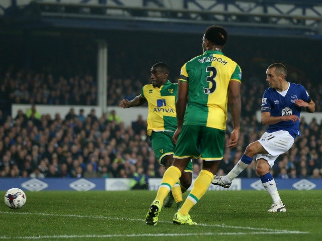Leon Osman of Everton scores his side's first goal during the Capital One Cup Fourth Round match between Everton and Norwich City at Goodison Park on October 27, 2015 in Liverpool, England.