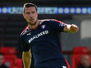 Chesterfield bring in Richard Wood on loan
