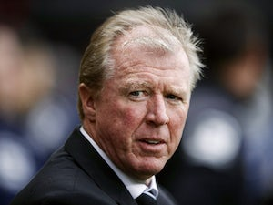 Newcastle United's English head coach Steve McClaren watches his players from the touchline during the English Premier League football match between Bournemouth and Newcastle United at the Vitality Stadium in Bournemouth, southern England on November 7, 2