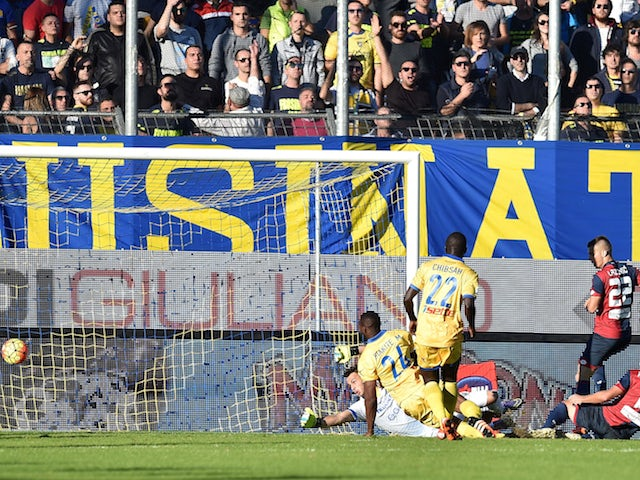 Leonardo Pavoletti (N19) of Genoa scores the opening goal during the Serie A match between Frosinone Calcio and Genoa CFC at Stadio Matusa on November 8, 2015 in Frosinone, Italy.
