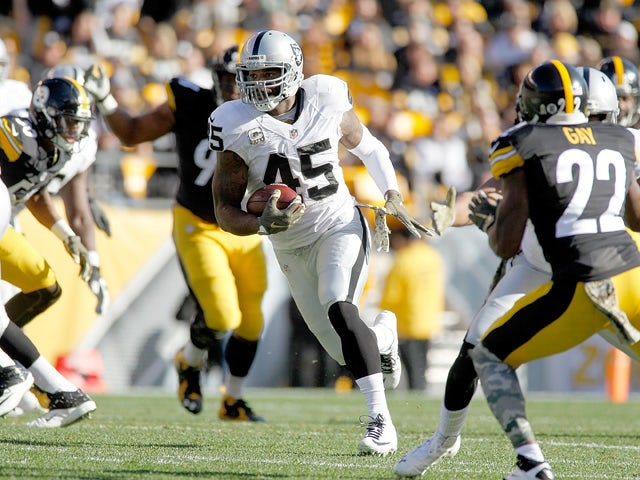 Marcel Reece #45 of the Oakland Raiders runs the ball during the 1st half of the game against the Pittsburgh Steelers at Heinz Field on November 8, 2015