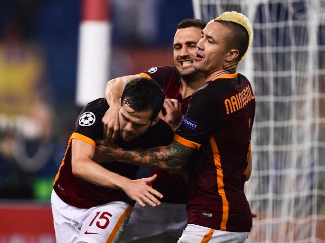 Roma's midfielder from Bosnia-Herzegovina Miralem Pjanic (L) celebrates with teammates after scoring a penalty during the UEFA Champions League football match AS Roma vs Bayer Leverkusen on November 4, 201