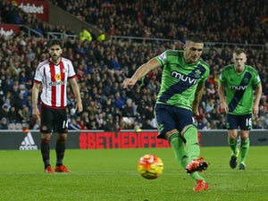 Tadic penalty gives Southampton win