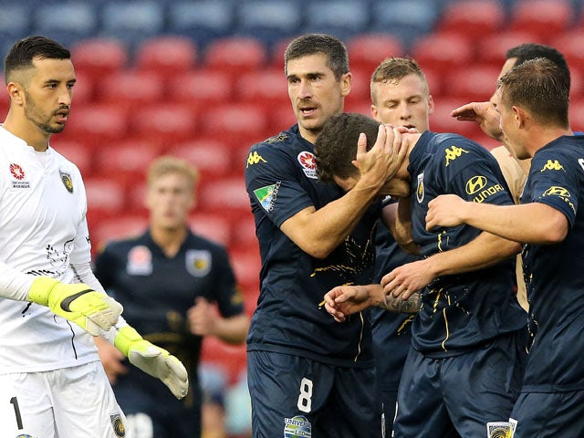 Result: Sim salvages point for 10-man Mariners
