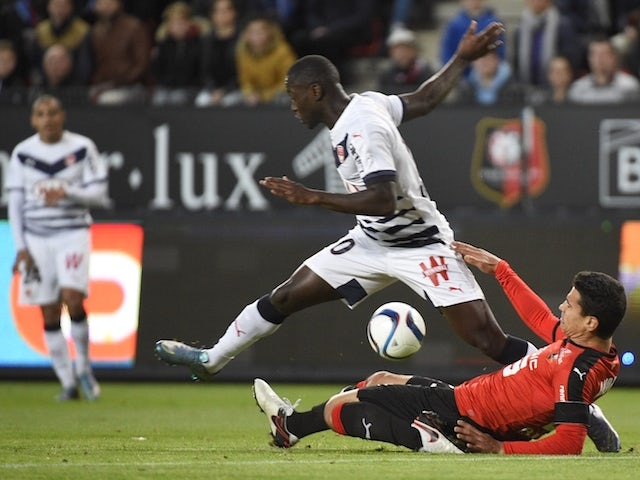 Rennes' French midfielder Benjamin Andre (R) vies with Bordeaux's French forward Henri Saivet during the French L1 football match Rennes against Bordeaux on November 22, 2015 at the route de Lorient stadium in Rennes, western France.