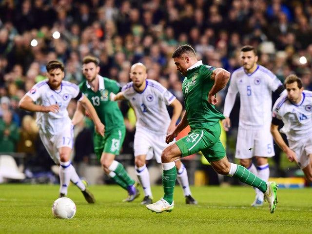 Jon Walters of Republic of Ireland scores from the penalty spot during the Euro 2016 play-off second leg match between the Republic of Ireland and Bosnia-Herzegovina at Aviva Stadium on November 16, 2015