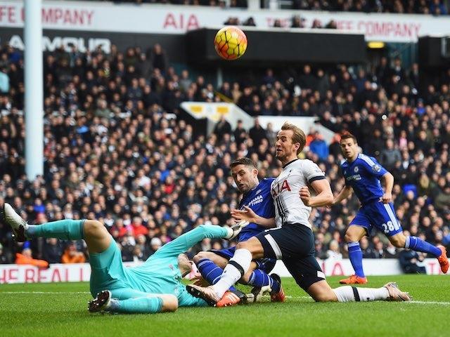 Chelsea's Asmir Begovic foils an attempt from Harry Kane of Spurs on November 29, 2015