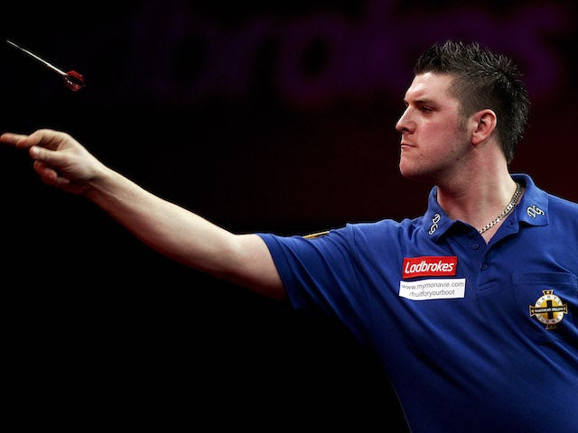 Daryl Gurney overcomes early trouble to ease past Ross Smith