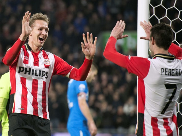 PSV Eindhoven's Luuk de Jong (L) celebrates with a teammates after scoring a goal during the Eredivisie football match between AZ Alkmaar and PSV Eindhoven on November 29, 2015