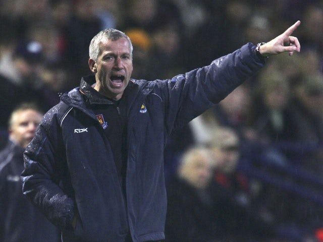 West Ham United Manager Alan Pardew shouts instructions to his players during the Barclays Premiership match between Bolton Wanderers and West Ham United at The Reebok Stadium on December 9, 2006