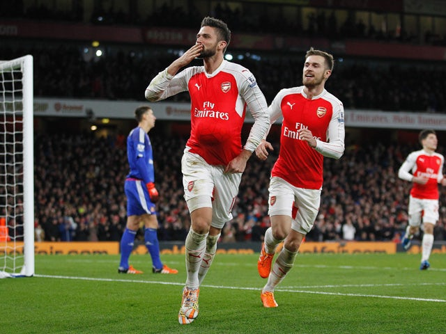 Arsenal's French striker Olivier Giroud (L) celebrates scoring his team's second goal during of the English Premier League football match between Arsenal and Sunderland at the Emirates Stadium in London on December 5, 2015