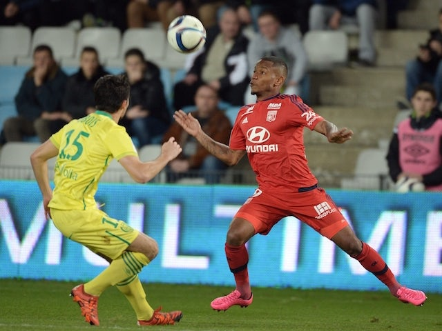 Lyon's French forward Claudio Beauvue (R) vies with Nantes' French defender Leo Dubois during the French L1 football match between Nantes and Lyon on December 1, 2015 at the Beaujoire stadium in Nantes, western France.