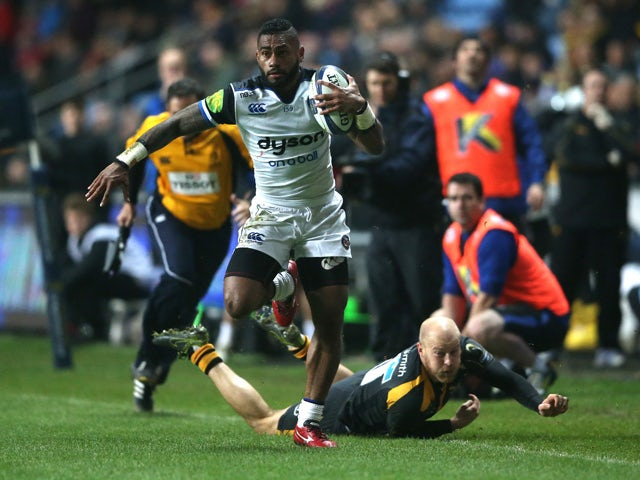 Niko Matawalu of Bath evades the challenge from Joe Simpson during the European Rugby Champions Cup match between Wasps and Bath at the Ricoh Arena on December 13, 2015
