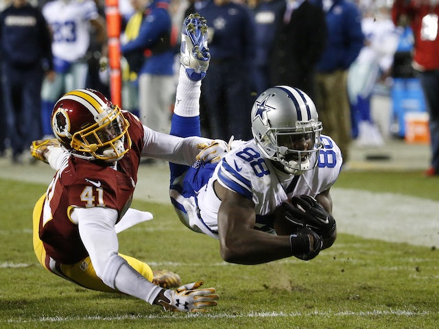 Wide receiver Dez Bryant #88 of the Dallas Cowboys catches the ball against cornerback Will Blackmon #41 of the Washington Redskins in the fourth quarter at FedExField on December 7, 2015 in Landover, Maryland.