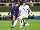 Fiorentina's forward Giuseppe Rossi (L) vies with Belenenses' defender Joao Afonso during the UEFA Europa League football match Fiorentina vs Os Belenenses on December 10, 2015